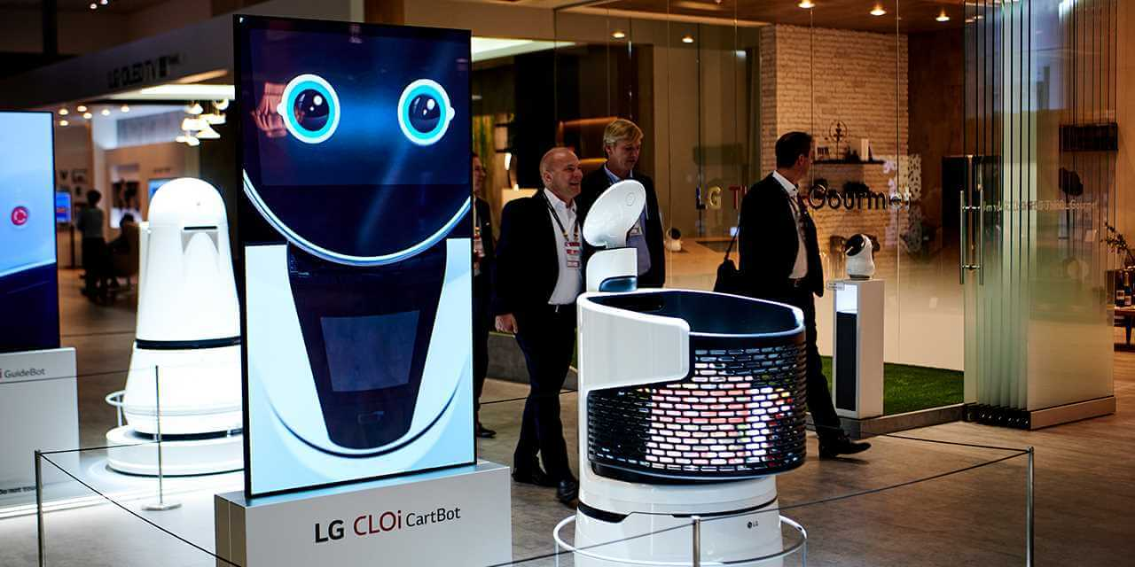 LG is putting robot shopping carts into retail stores