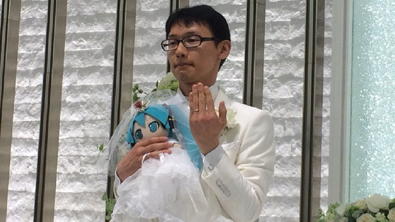 Japanese man marries anime hologram of Hatsune Miku