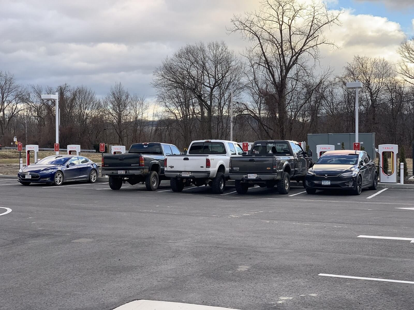 Towed Car Finder >> Tesla-hating pickup drivers are blocking charging stations, Model X owner shows they can be ...