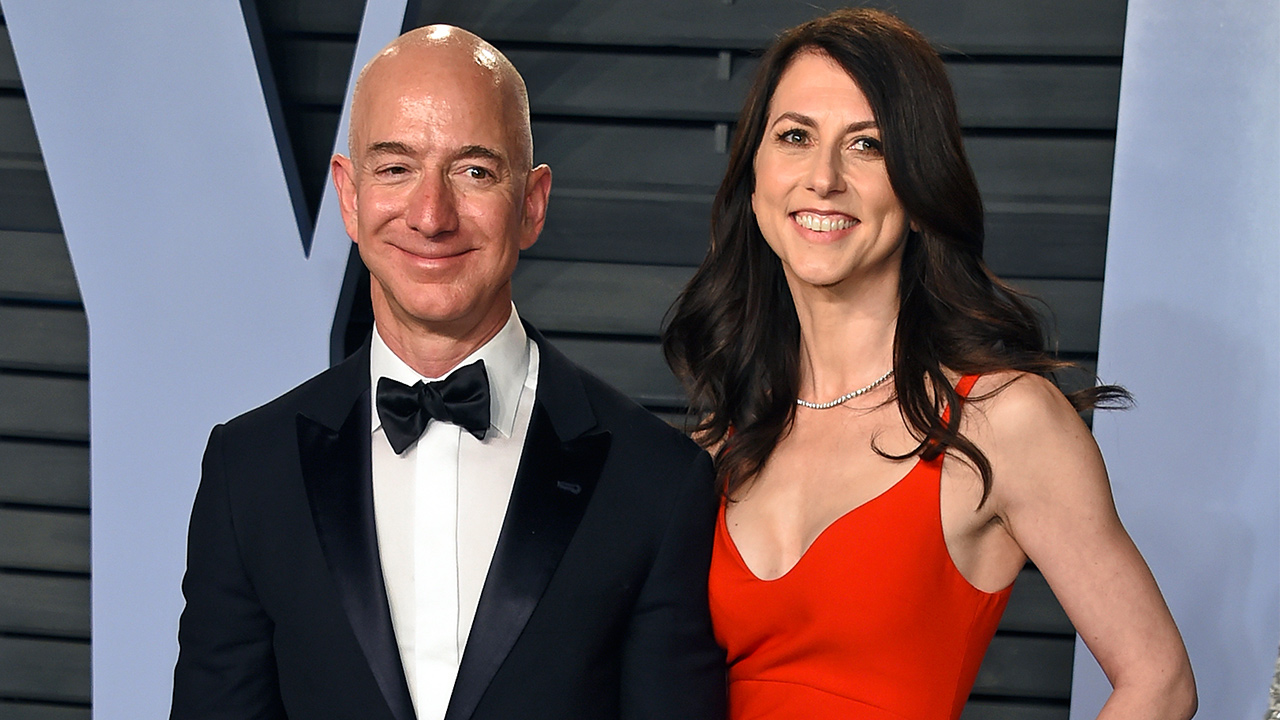 Jeff and MacKenzie Bezos announce they are getting a divorce