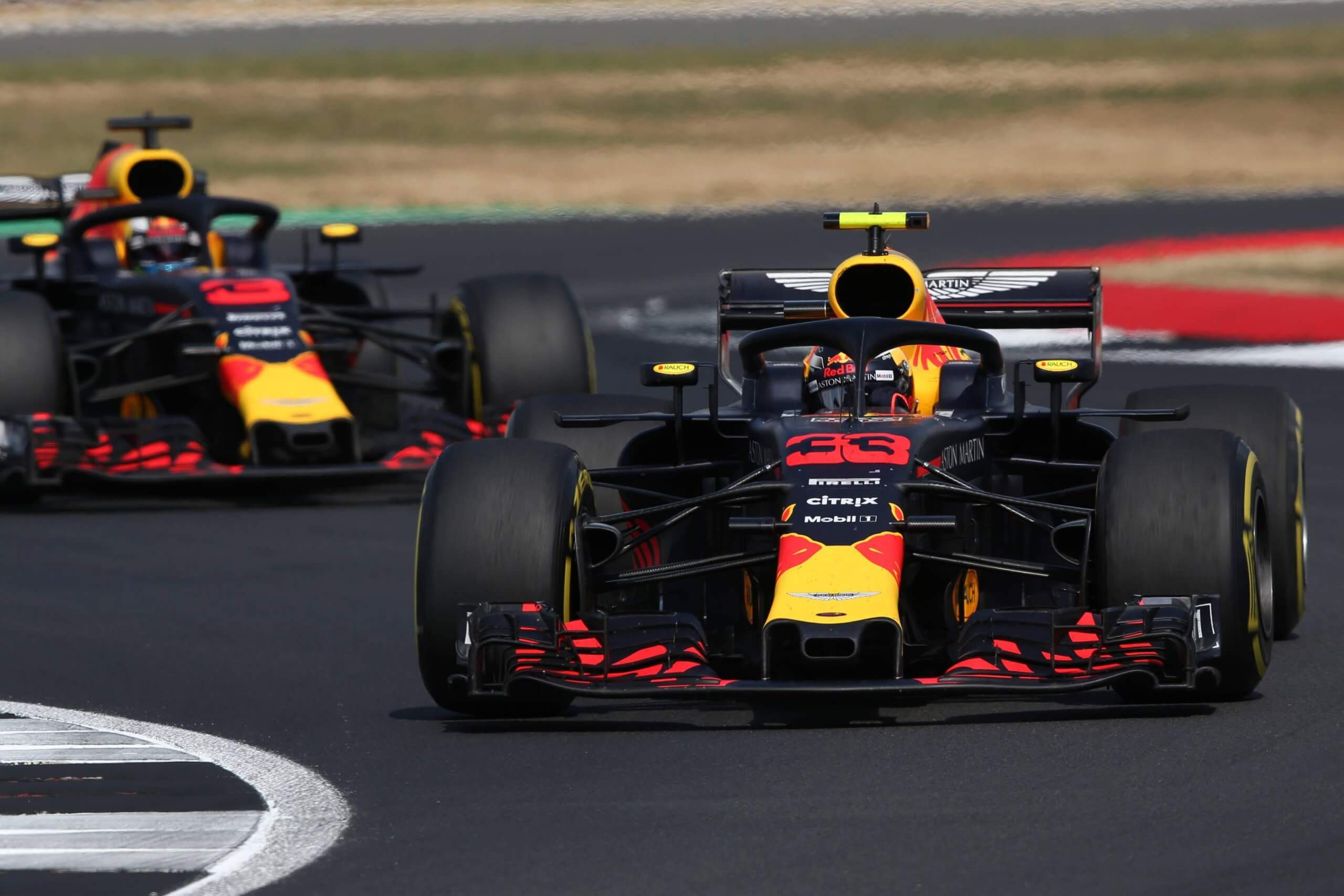 Sim racer beats former F1 driver in real-world event