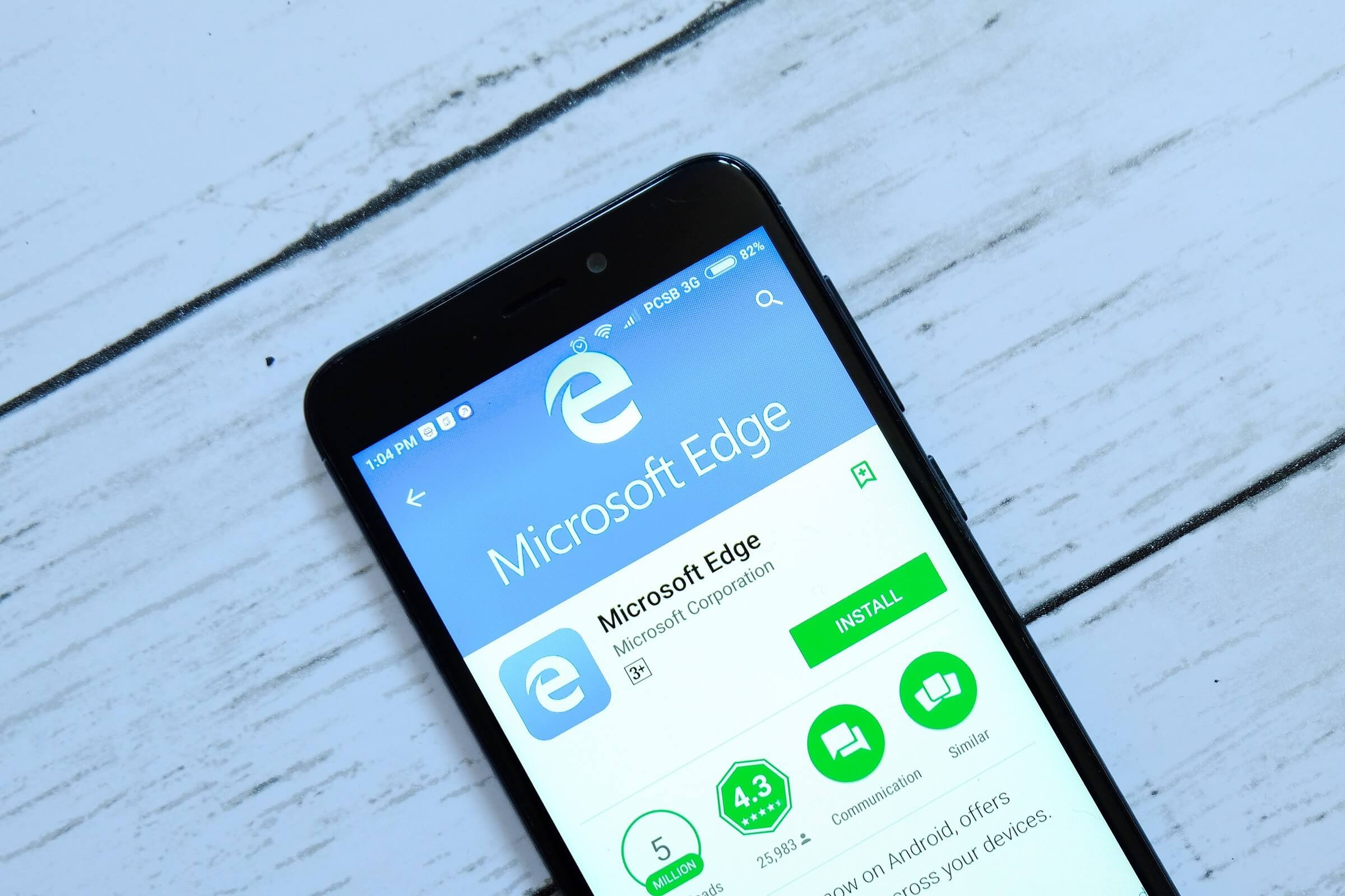 Microsoft's mobile Edge browser will warn users about fake