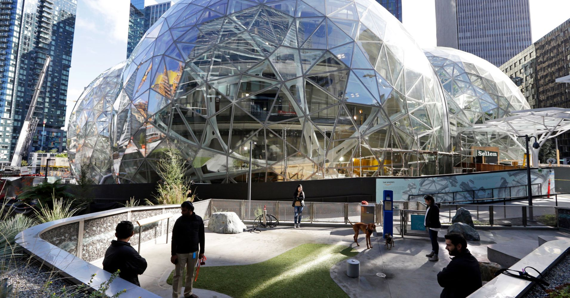 Amazon pulls out of plans to build headquarters in New York City