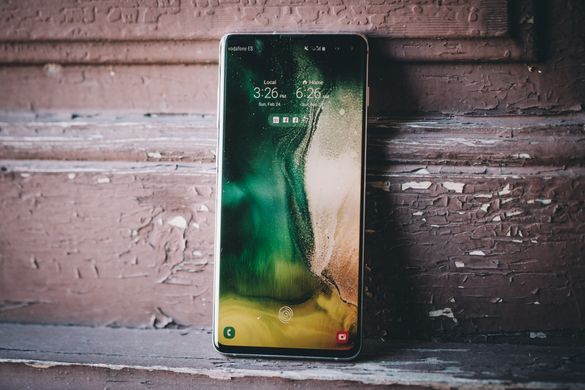 Samsung confirms that a bug allows any fingerprint to unlock the Galaxy S10