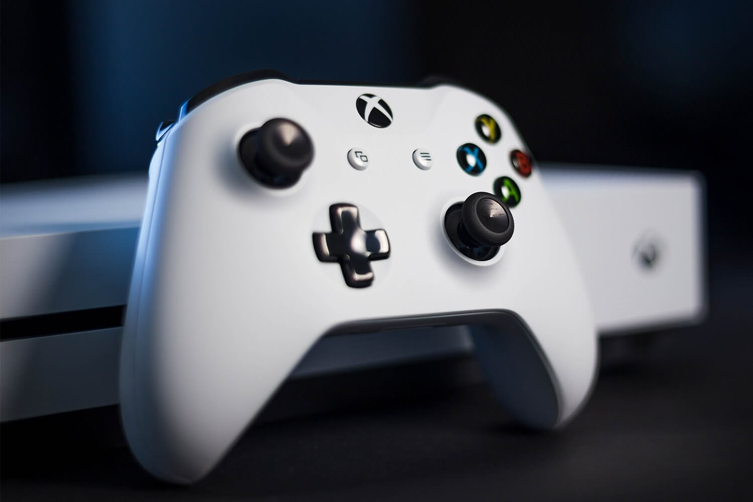 Xbox One's New Phantom White Wireless Controller Is See-Through
