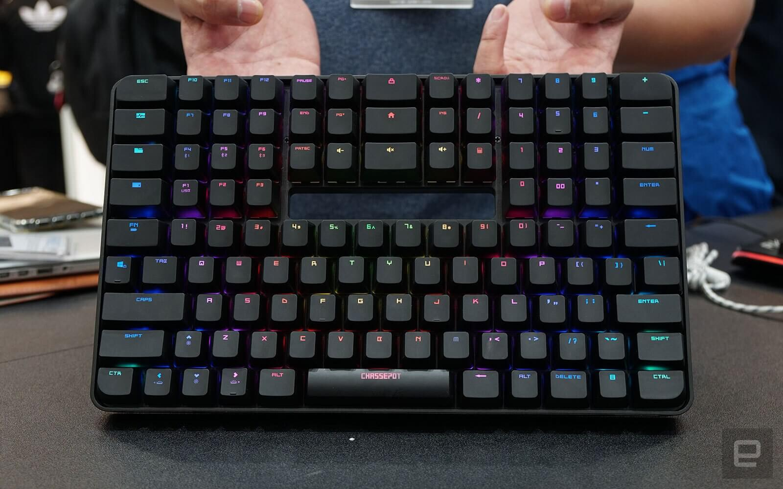 497300a6441 Narrow and tall: check out the C1000 keyboard that places the numpad ...