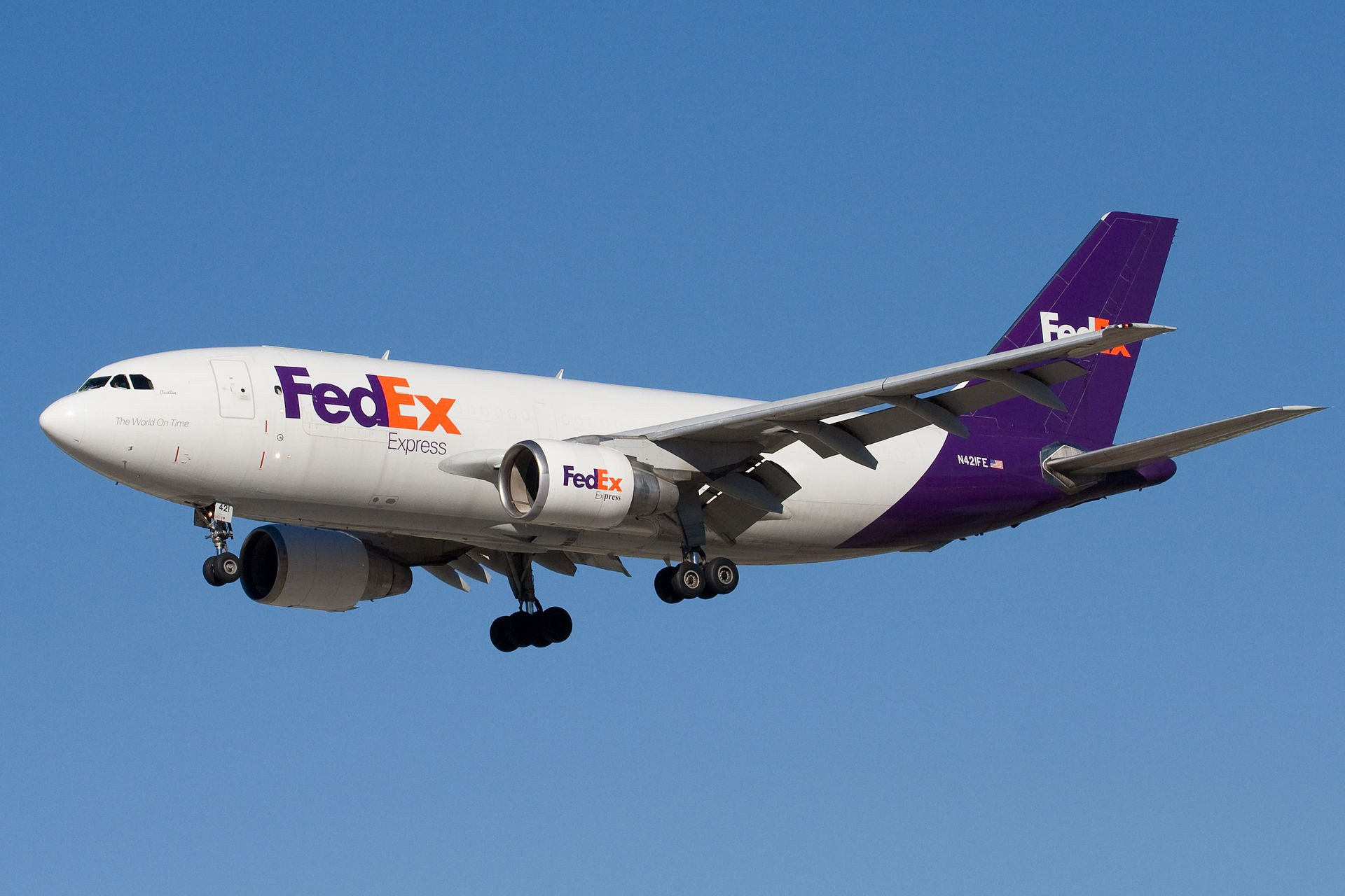 FedEx ends US air delivery service contract with Amazon