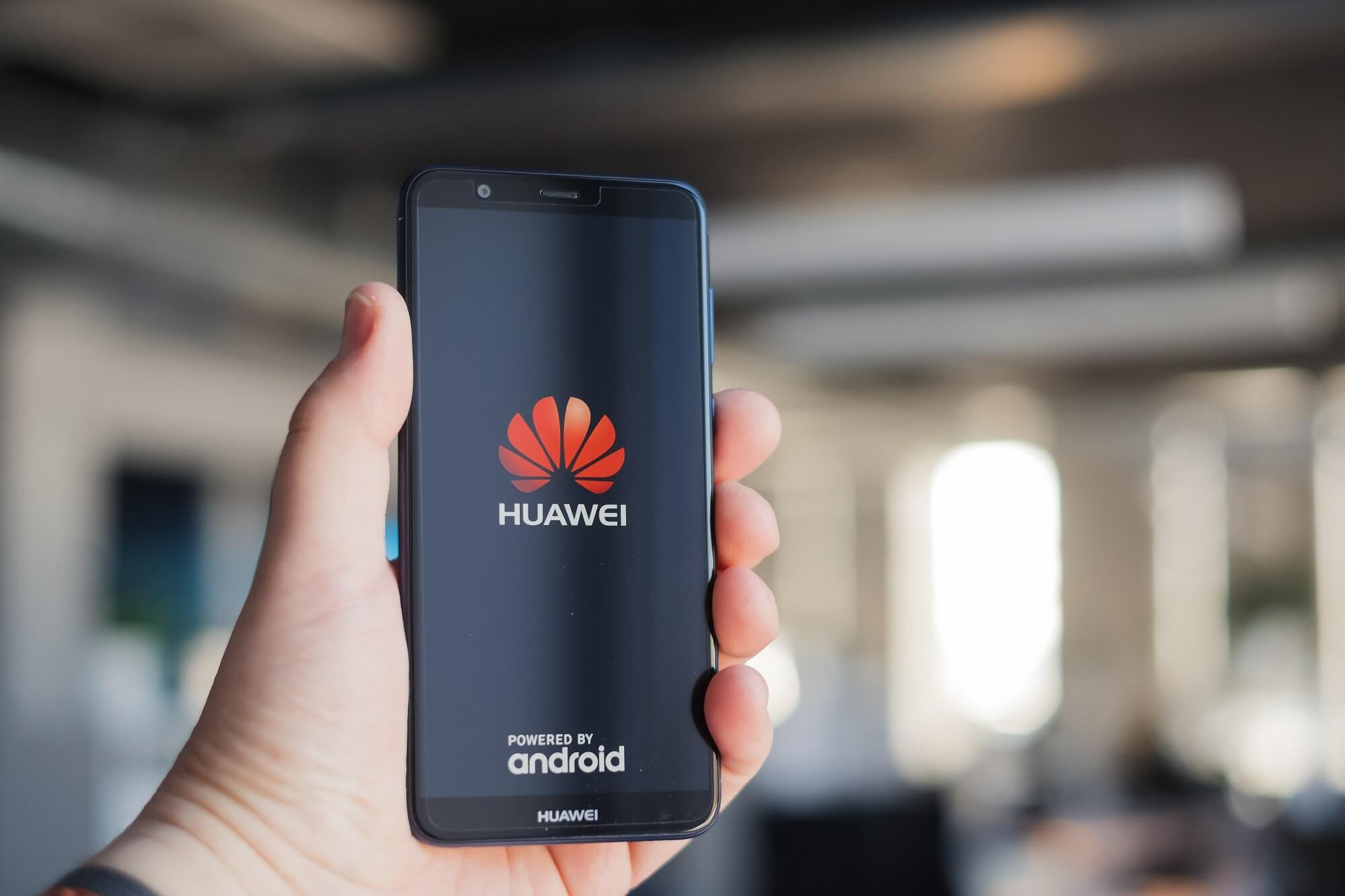 Ads start appearing on Huawei phone lock screens