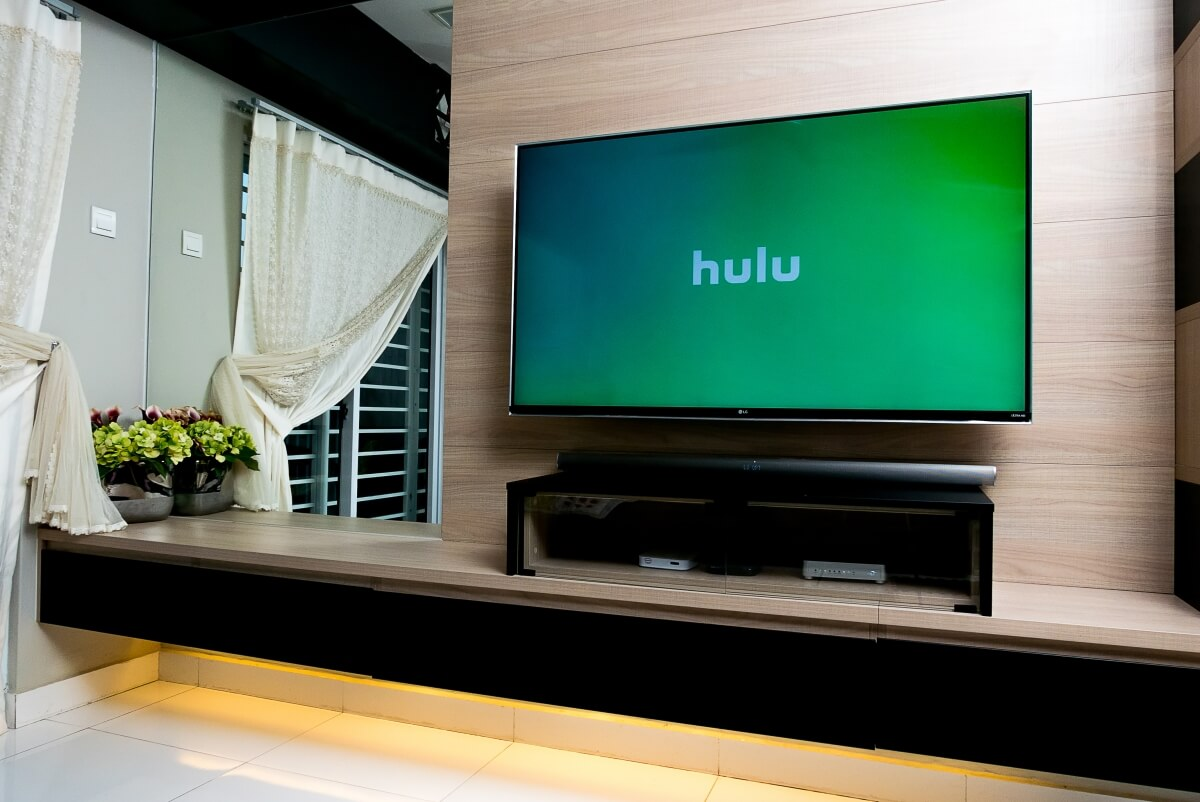Hulu re-introduces 4K streaming, adds live TV programming guide