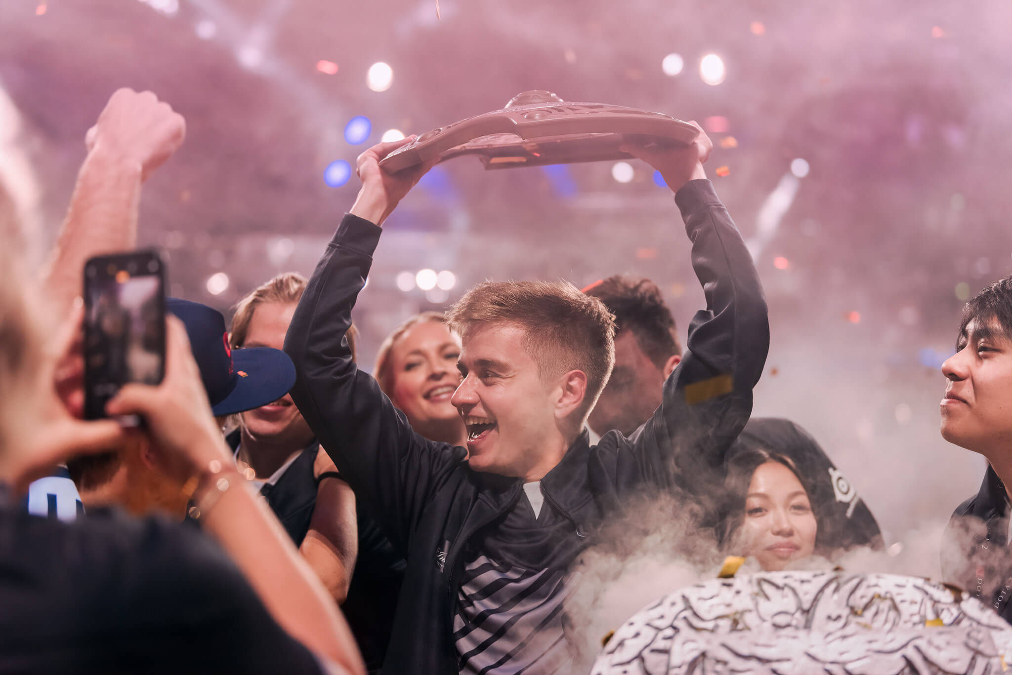 OG becomes the first Dota 2 team to score back-to-back wins
