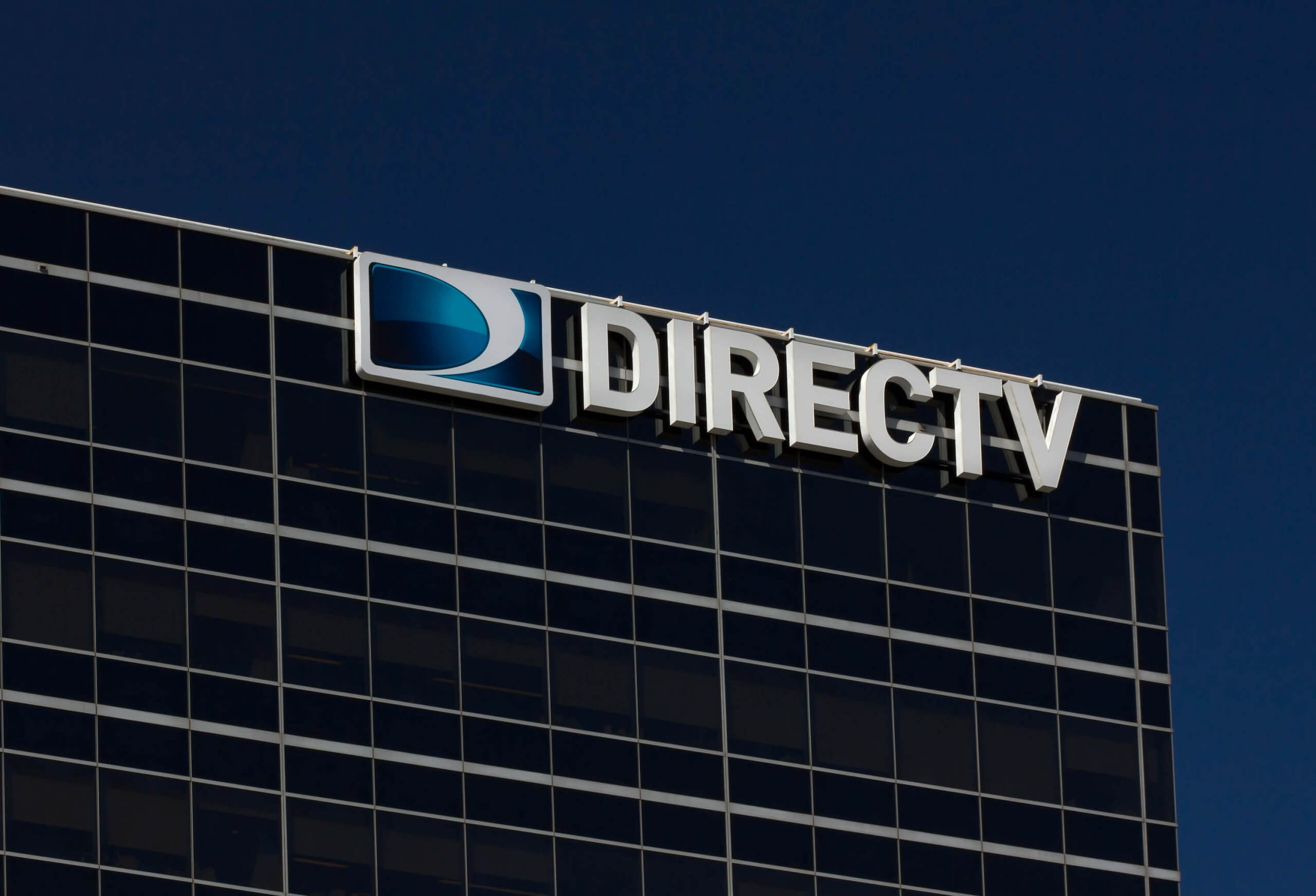 With subscribers dwindling, AT&T considers ways to ditch DirecTV