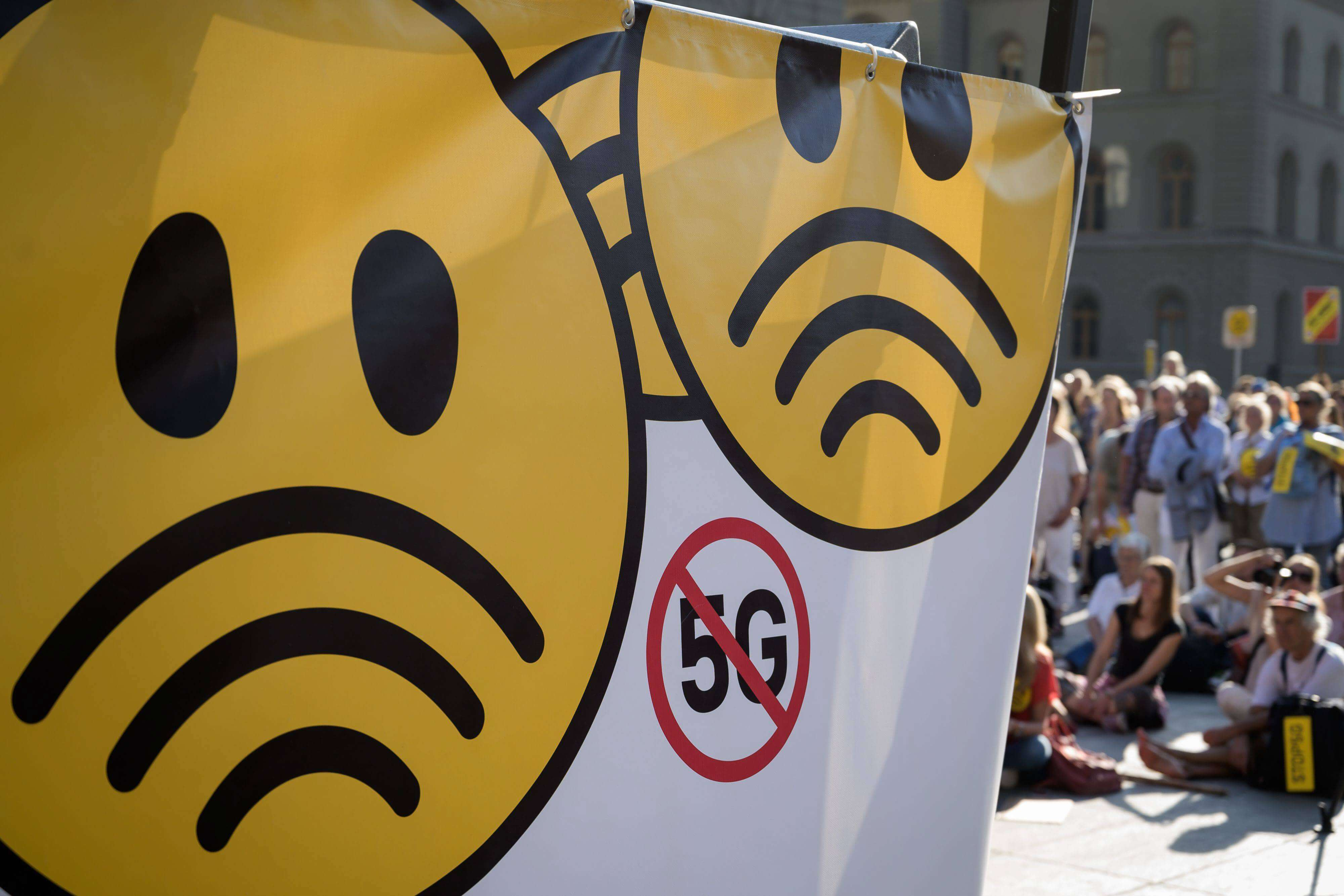 Thousands protest in Switzerland against countrywide roll-out of 5G over health fears