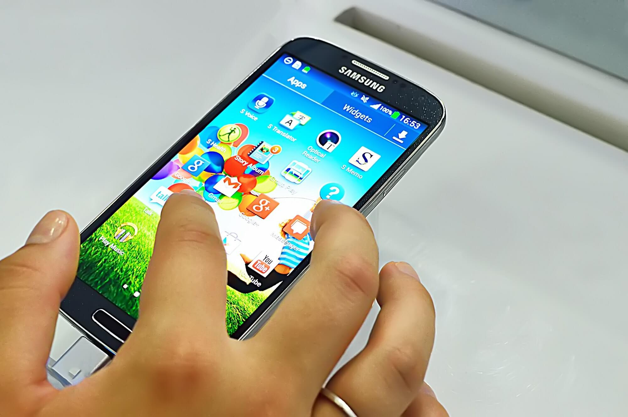 Samsung will pay Galaxy S4 owners $10 after it used benchmark-cheating code