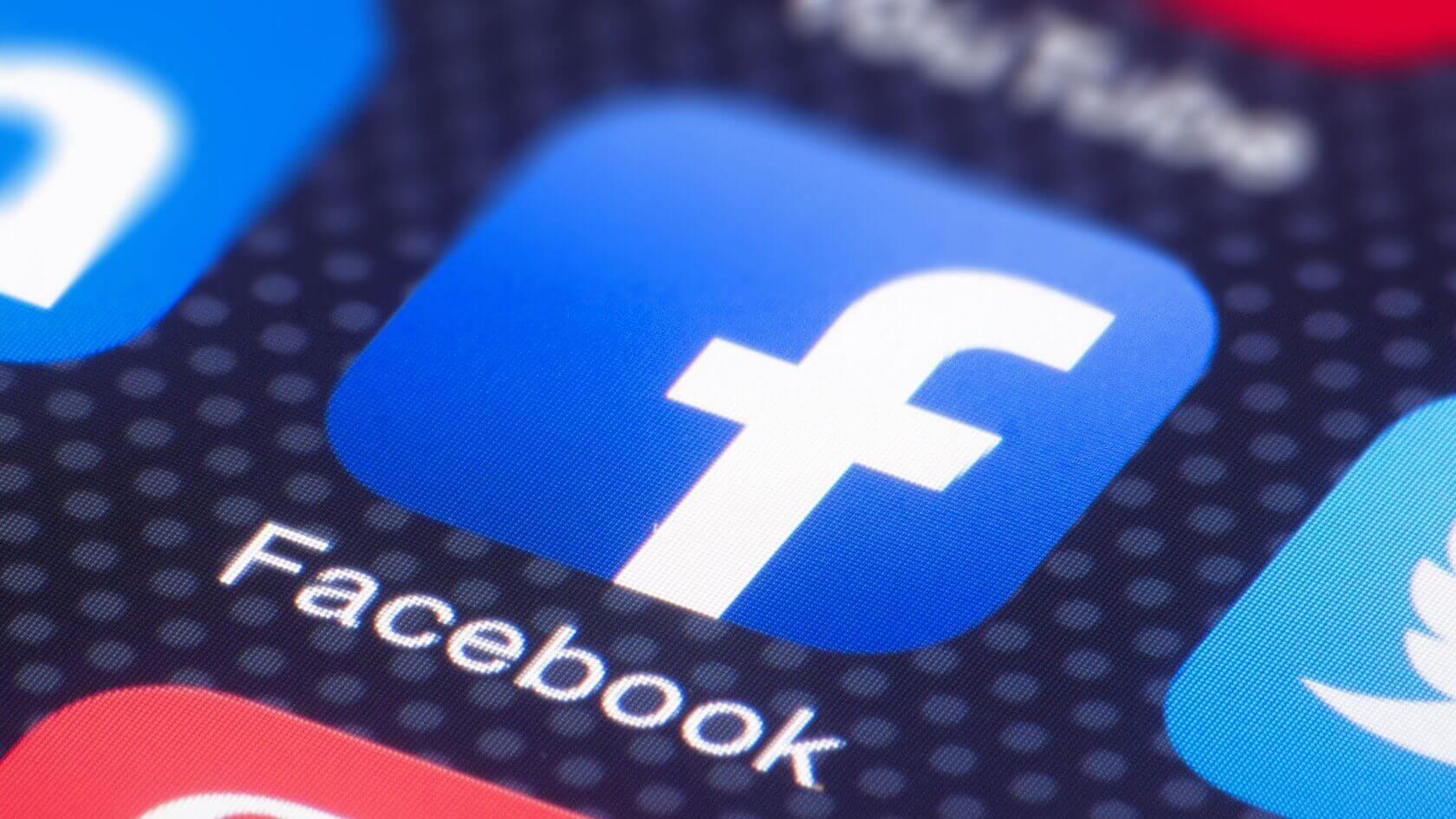 iPhone bug shows Facebook app accessing the camera while scrolling through videos and the newsfeed