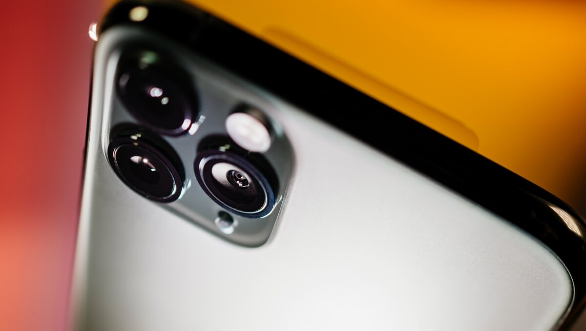Apple acquires start-up that specializes in enhancing low-light imagery