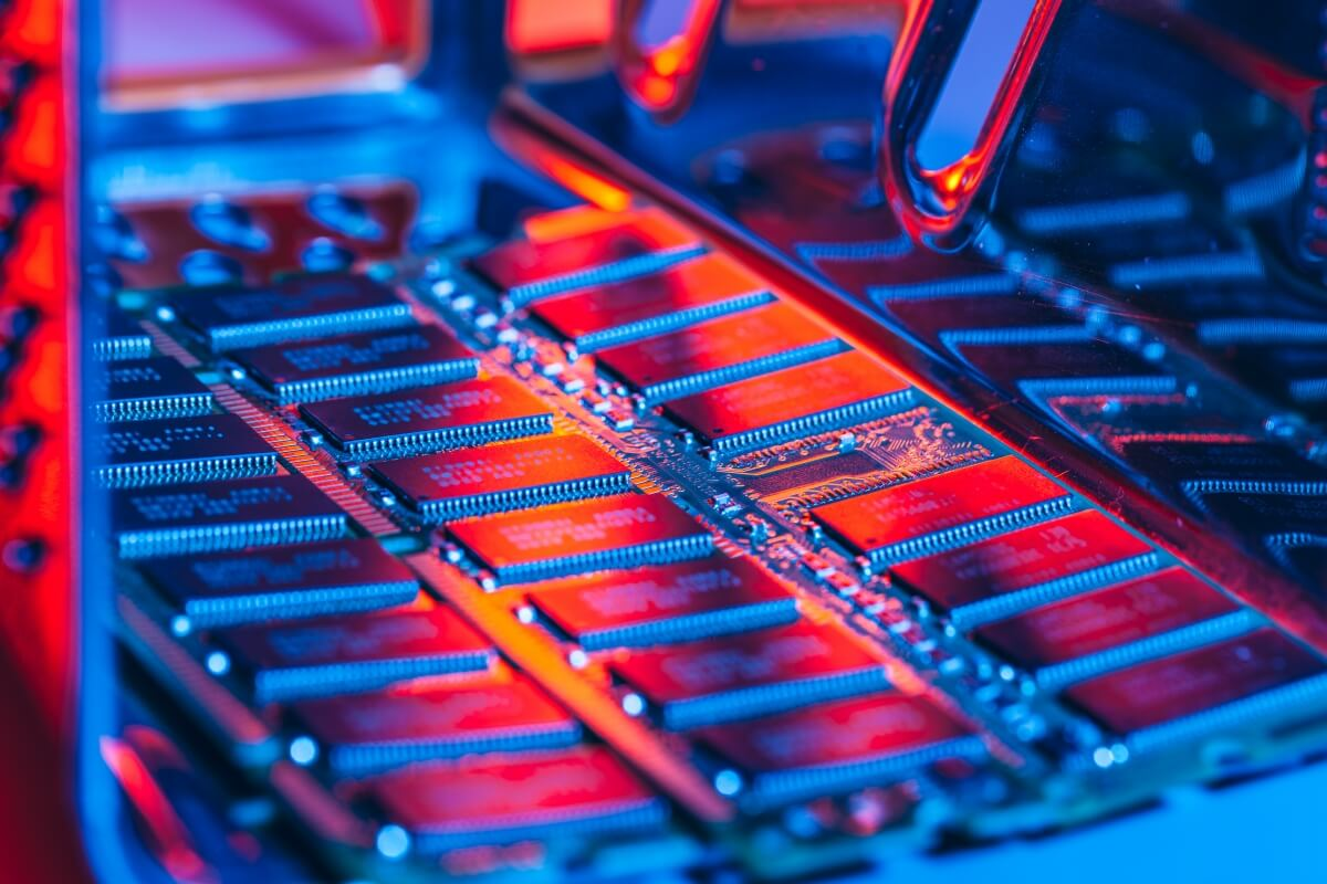 Micron starts sampling DDR5 RDIMMs with industry partners