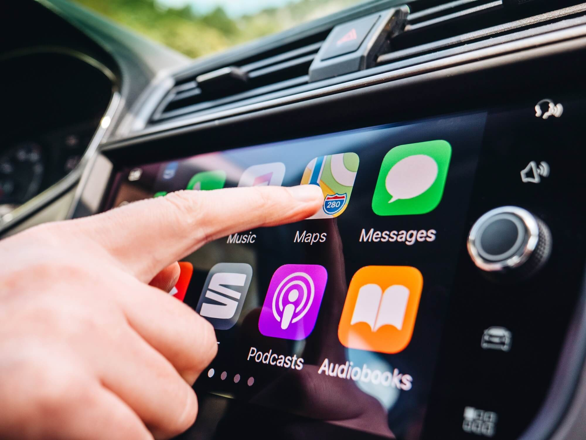 Study finds using Android Auto, Apple CarPlay can impair driving more than alcohol and cannabis
