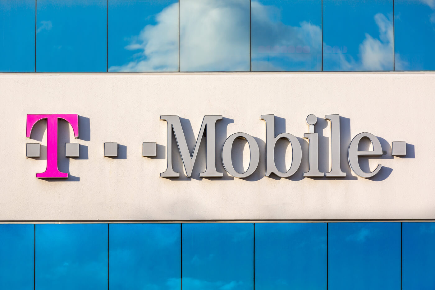 T Mobile Completes Merger With Sprint Ceo John Legere Steps Down
