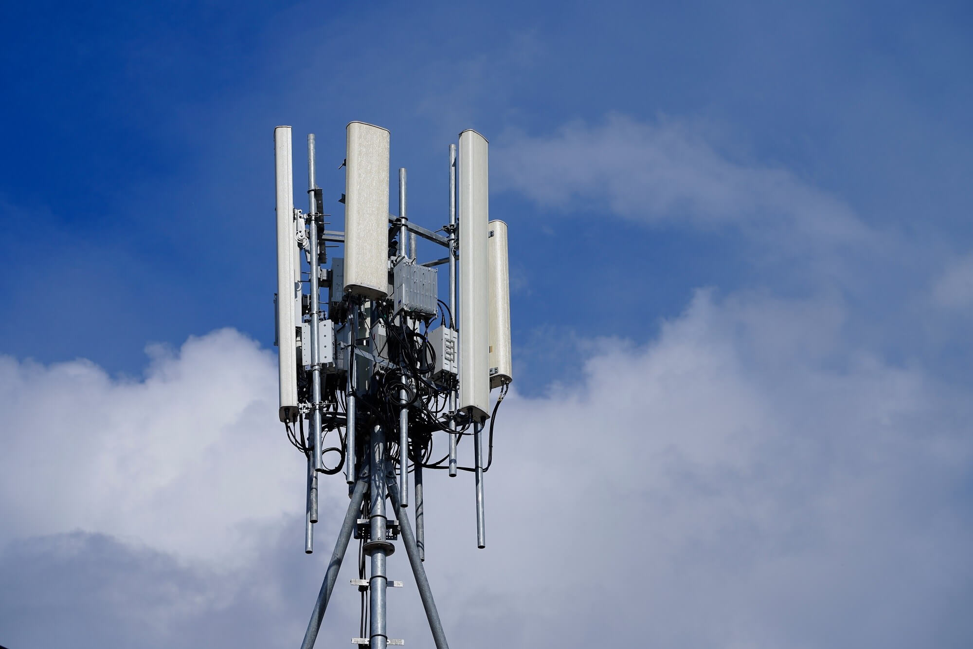 UK cell towers set on fire over 5G Covid-19 conspiracy theories