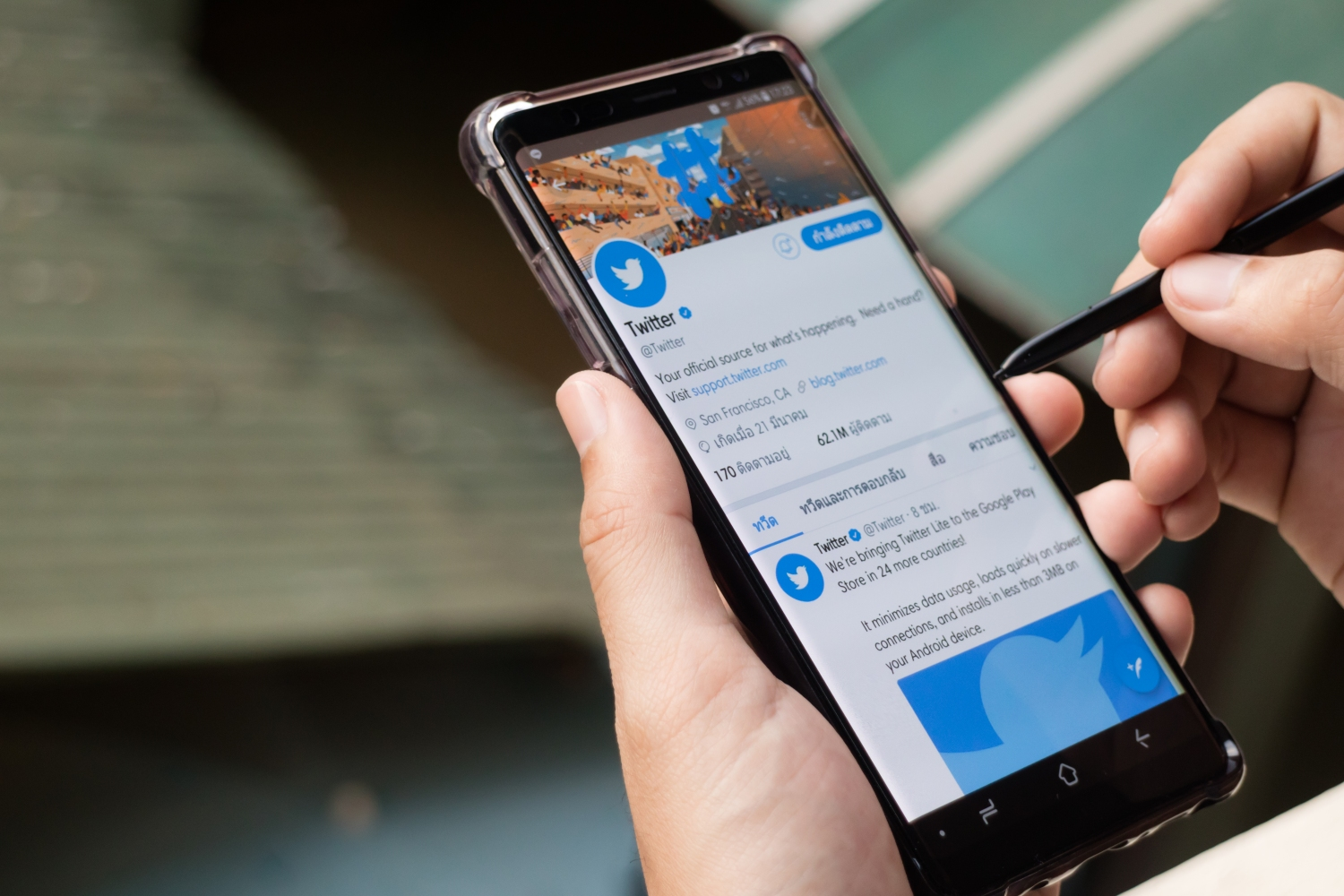Twitter is experimenting with Android users to promote informed discussion