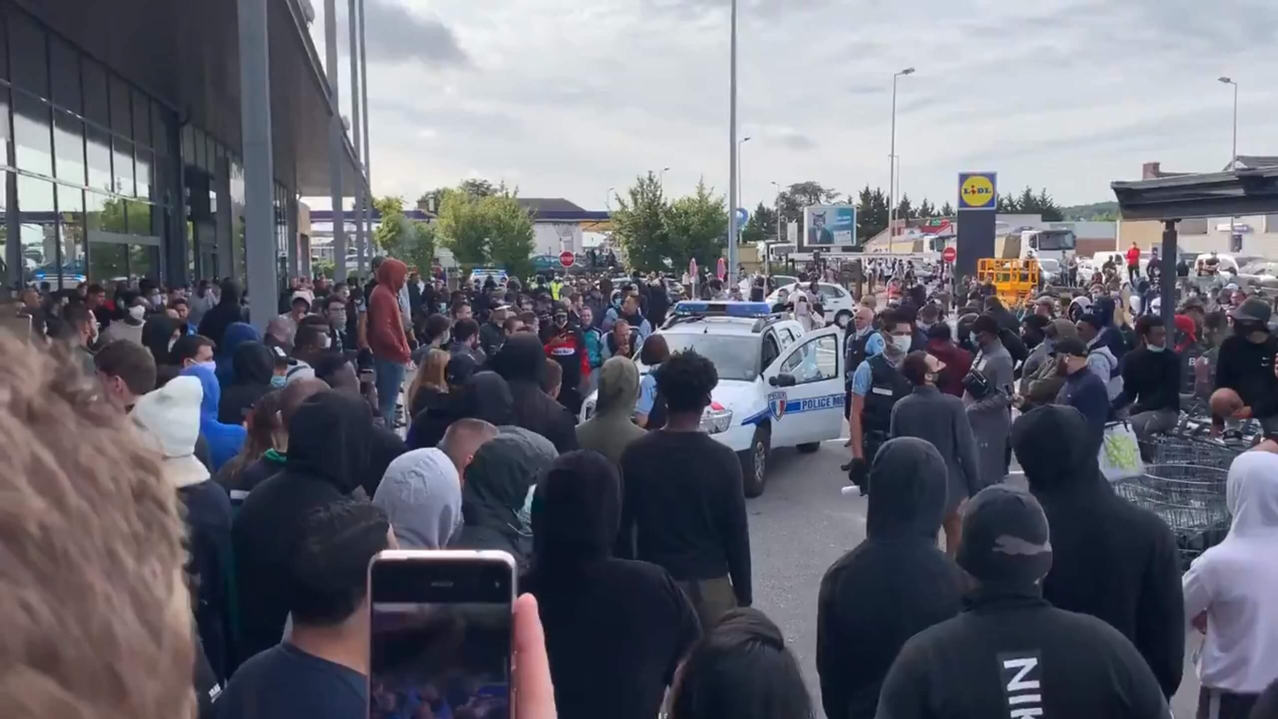 French PS4 sale leads to rowdy crowds being pepper sprayed by police