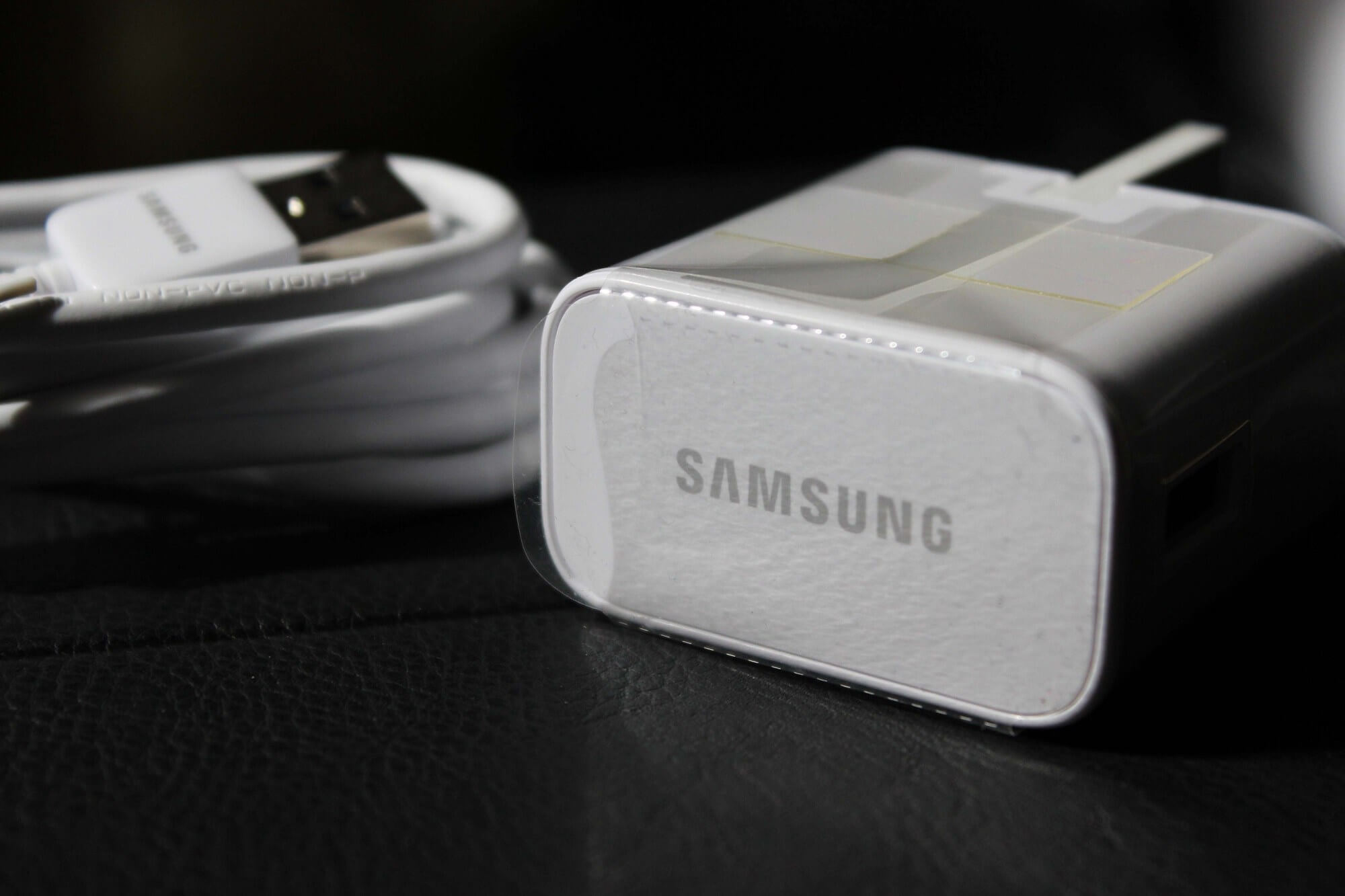 Samsung mocks Apple's decision to drop charger, suggesting it won't do the same