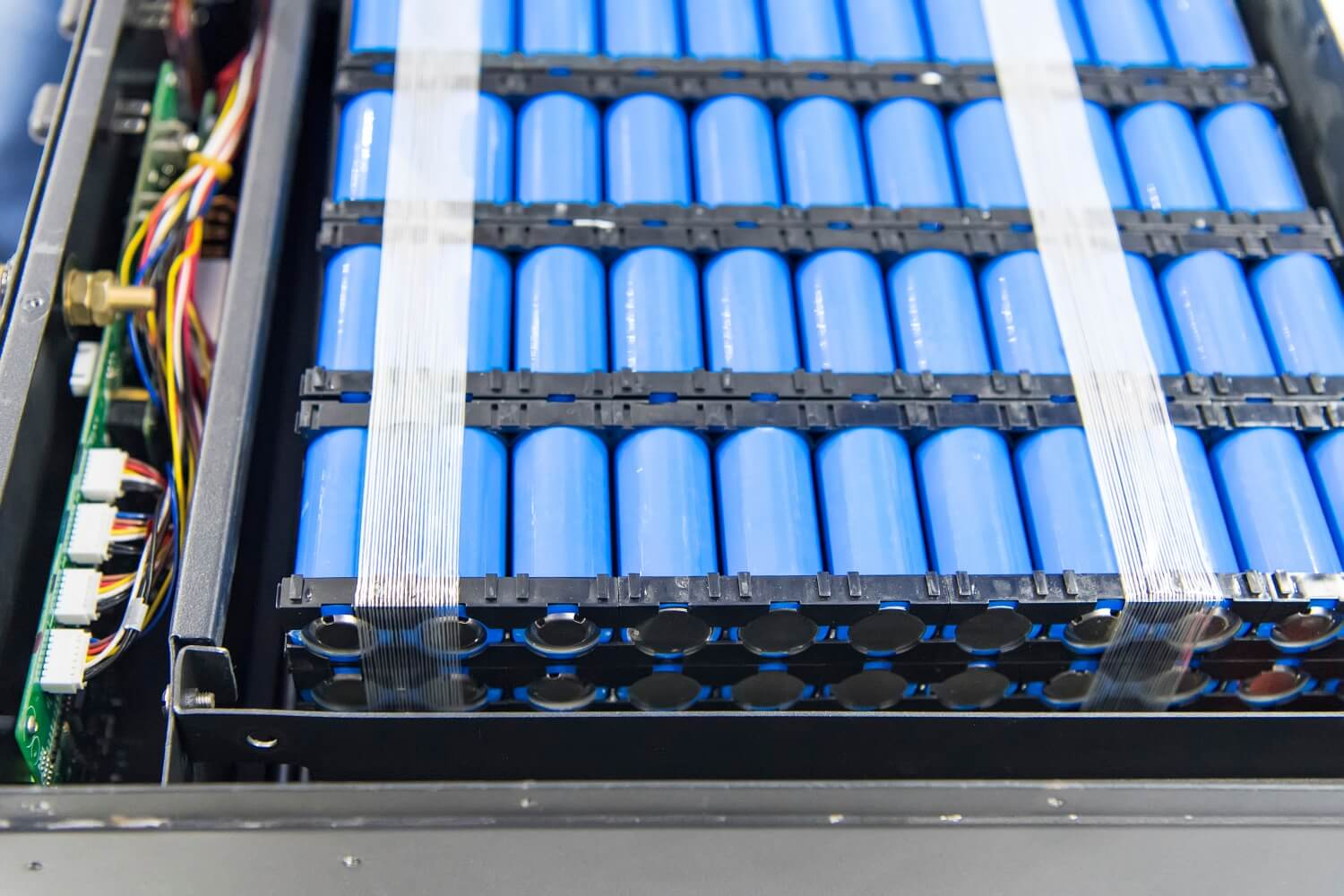 Researchers develop new cathode coating that extends lithium-ion battery life and boosts safety