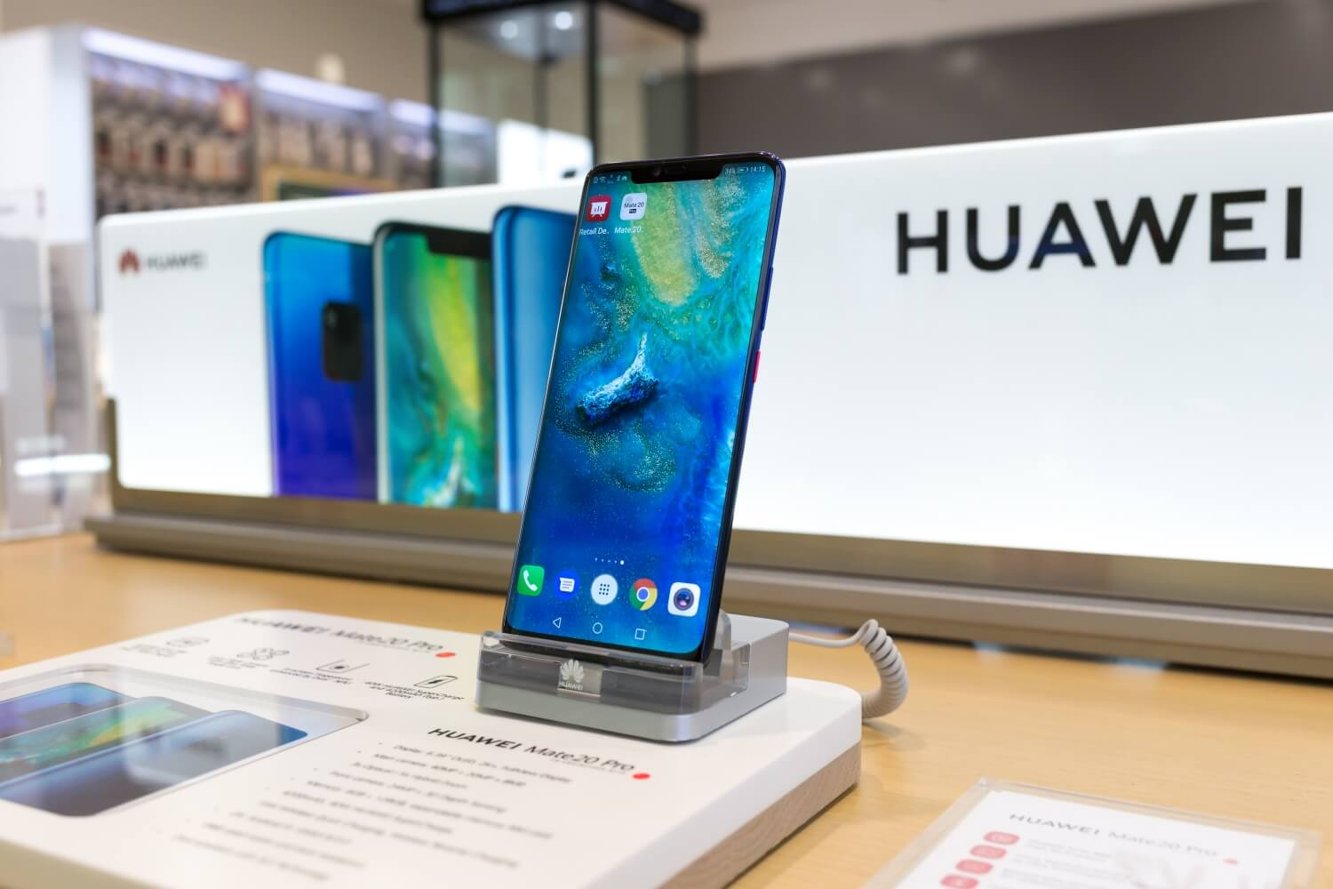 Huawei beat Samsung for the first time to lead worldwide smartphone shipments in Q2