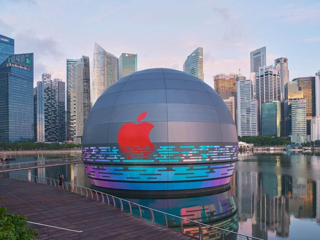 The first floating Apple store opens soon in Singapore