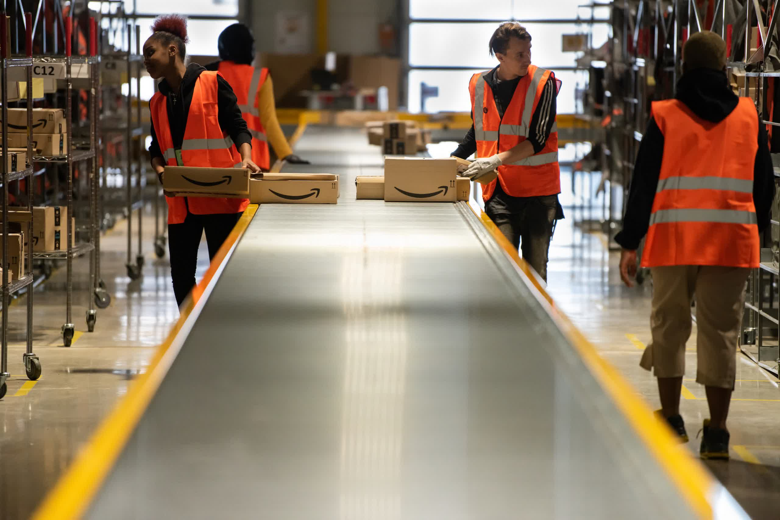 Amazon has hired 2,800 employees per day since July