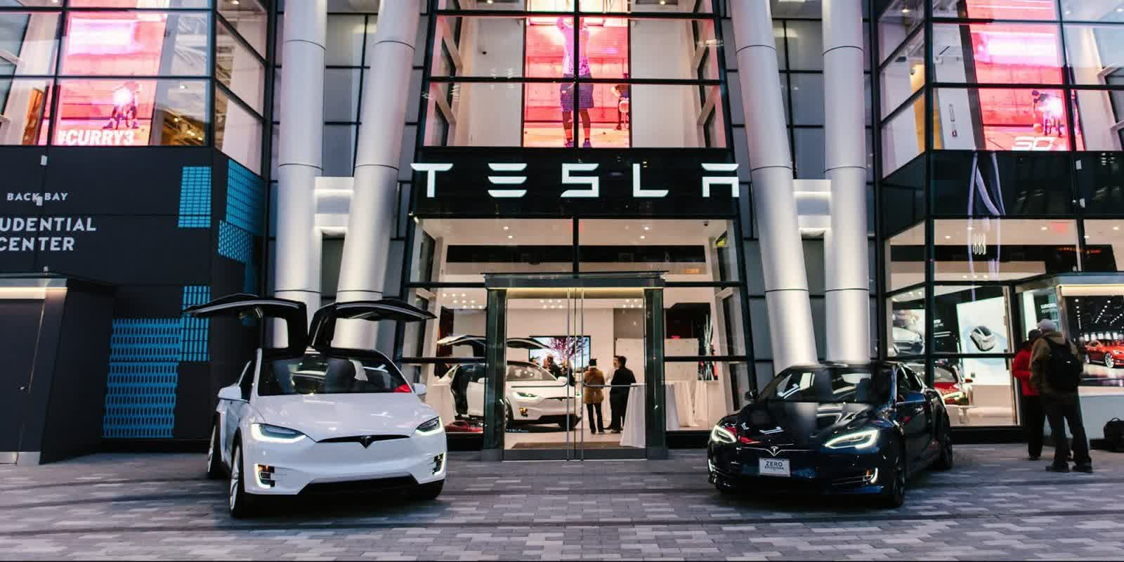 Elon Musk says Apple's Tim Cook refused to meet with him to discuss acquiring Tesla