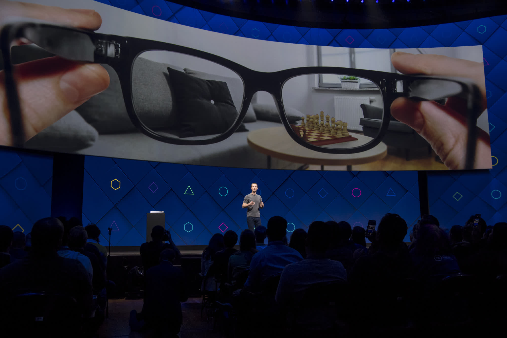 Facebook's smart glasses to arrive this year sans AR overlay tech