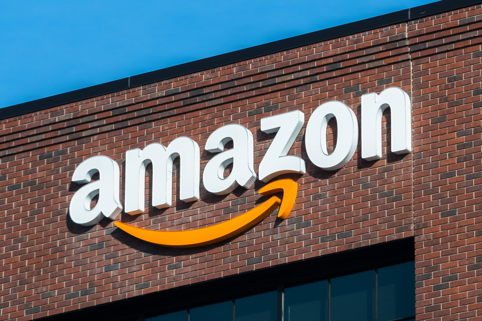 Amazon wades into another PR fiasco after claiming its workers don't urinate in bottles