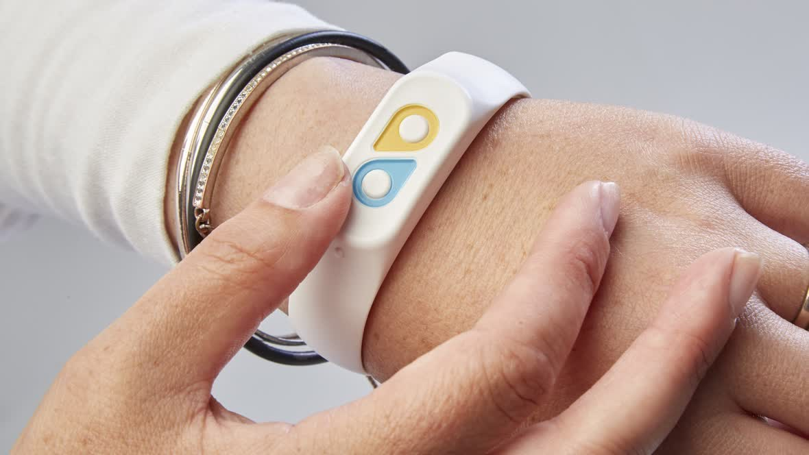 This wristband lets friends, family, and even bosses monitor your mood