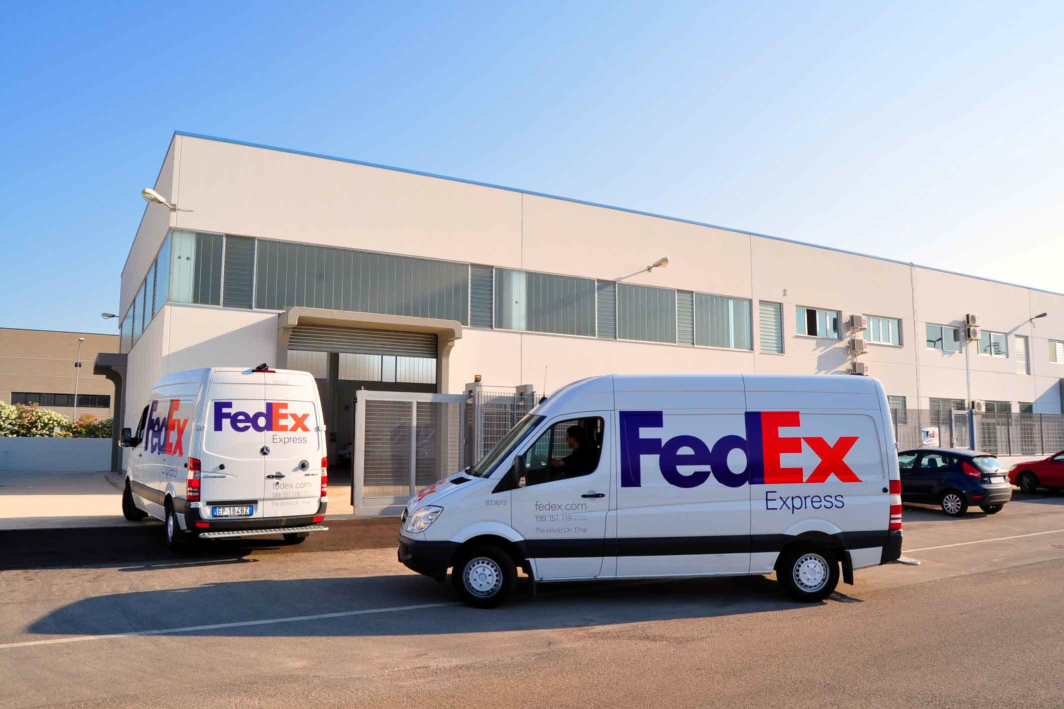 FedEx will invest  billion to become fully carbon-neutral by 2040