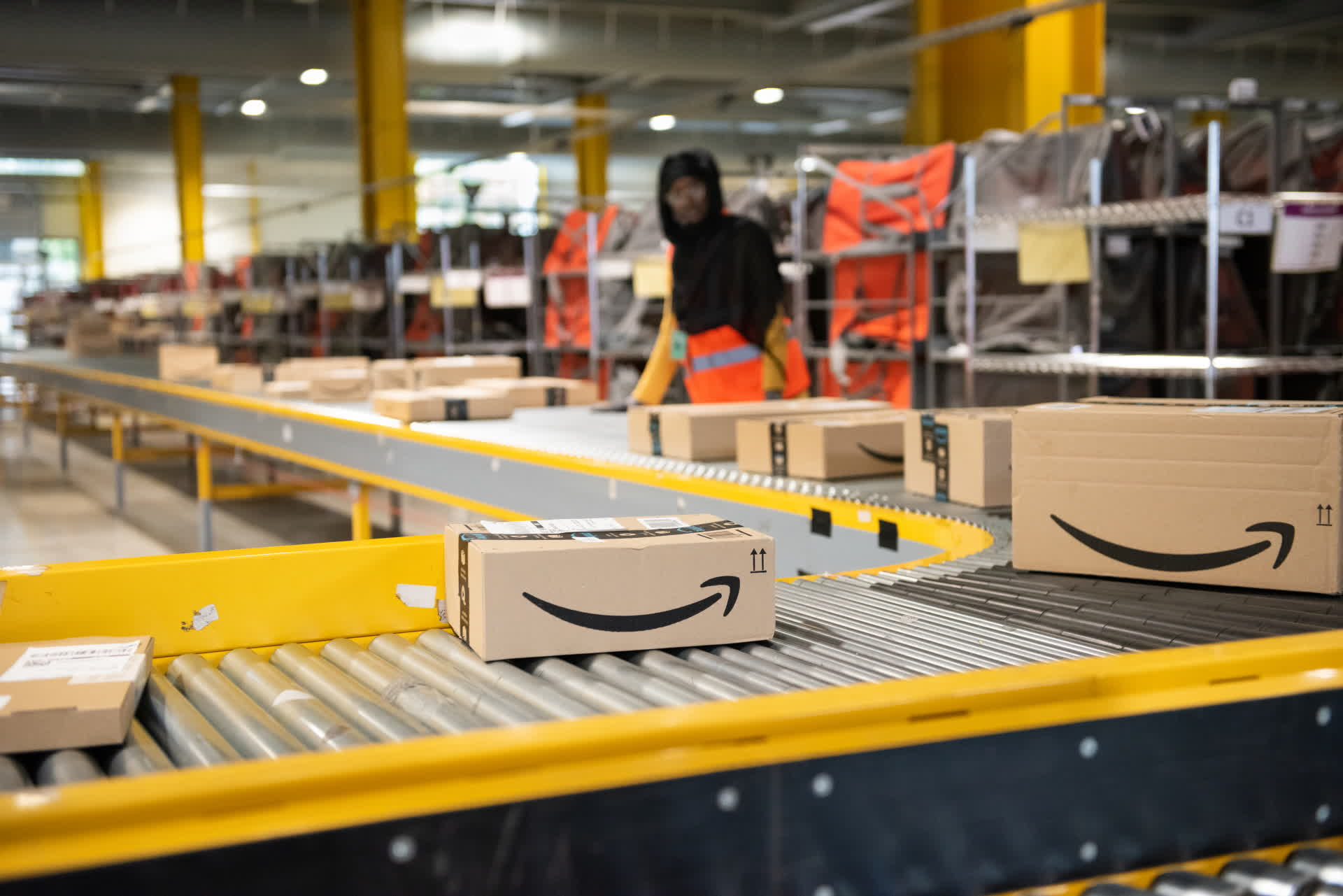 Amazon is expanding its productivity-boosting warehouse mini-game program to 20 more states