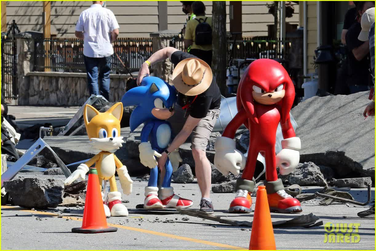 Knuckles spied on the movie set of Sonic the Hedgehog 2