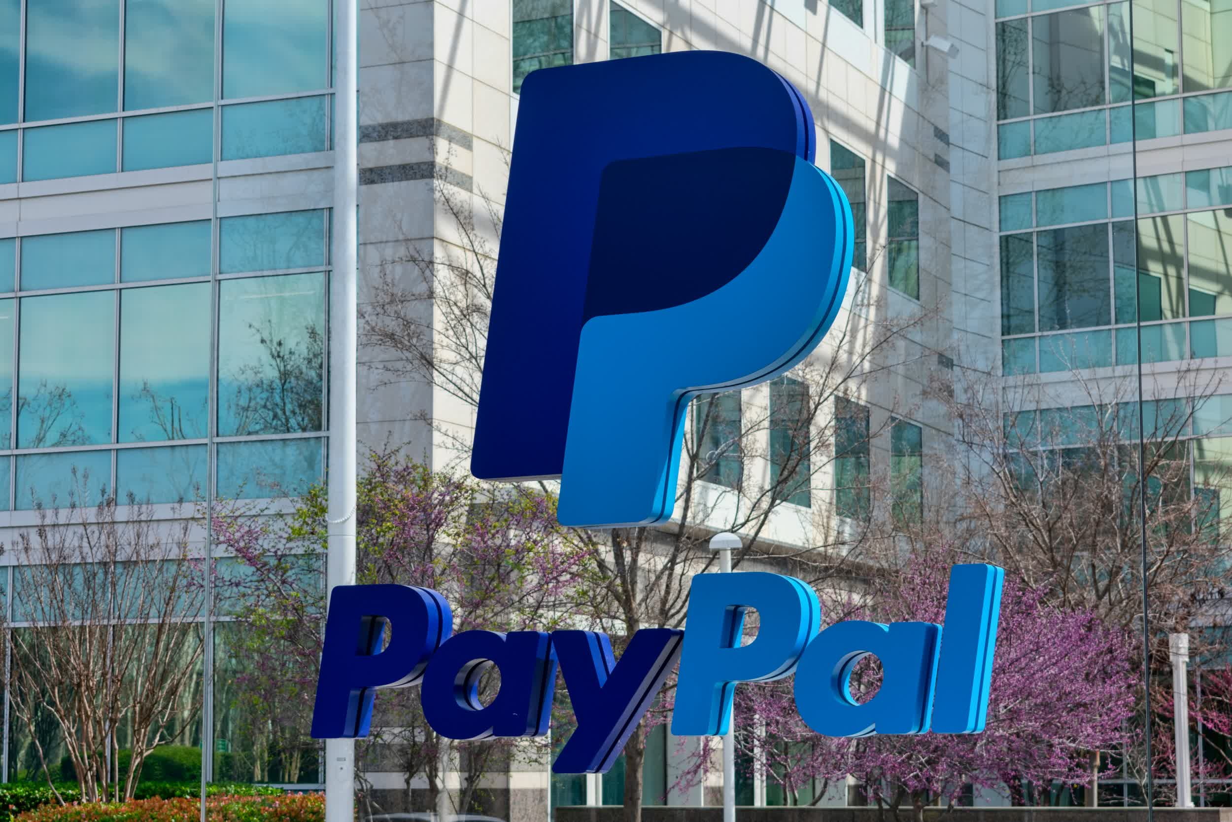 PayPal is riding the e-commerce boom to record earnings