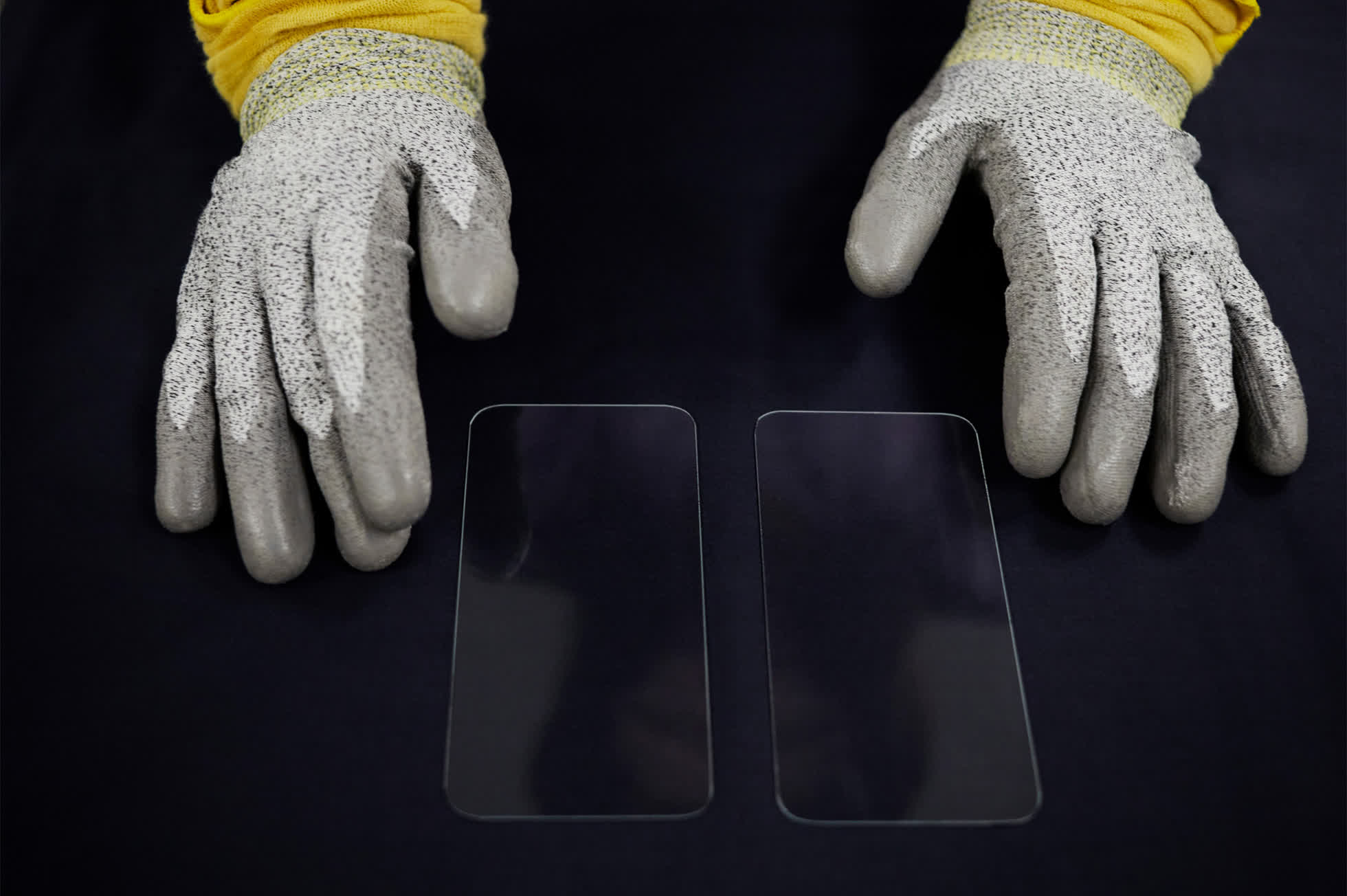 Apple invests an additional $45 million into precision glass maker Corning