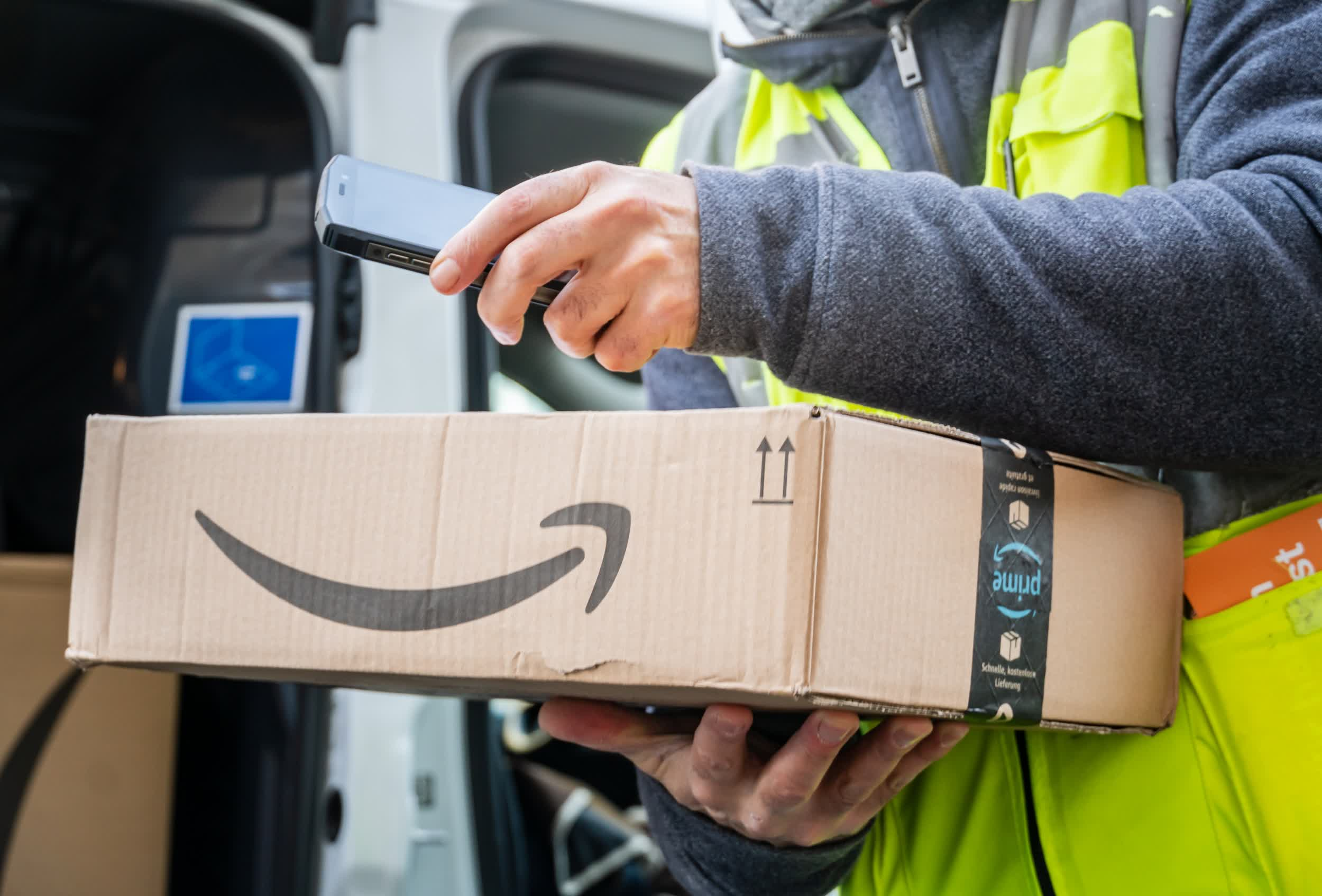 Amazon says it will cover the entire cost of college tuition fees for 750,000 frontline workers
