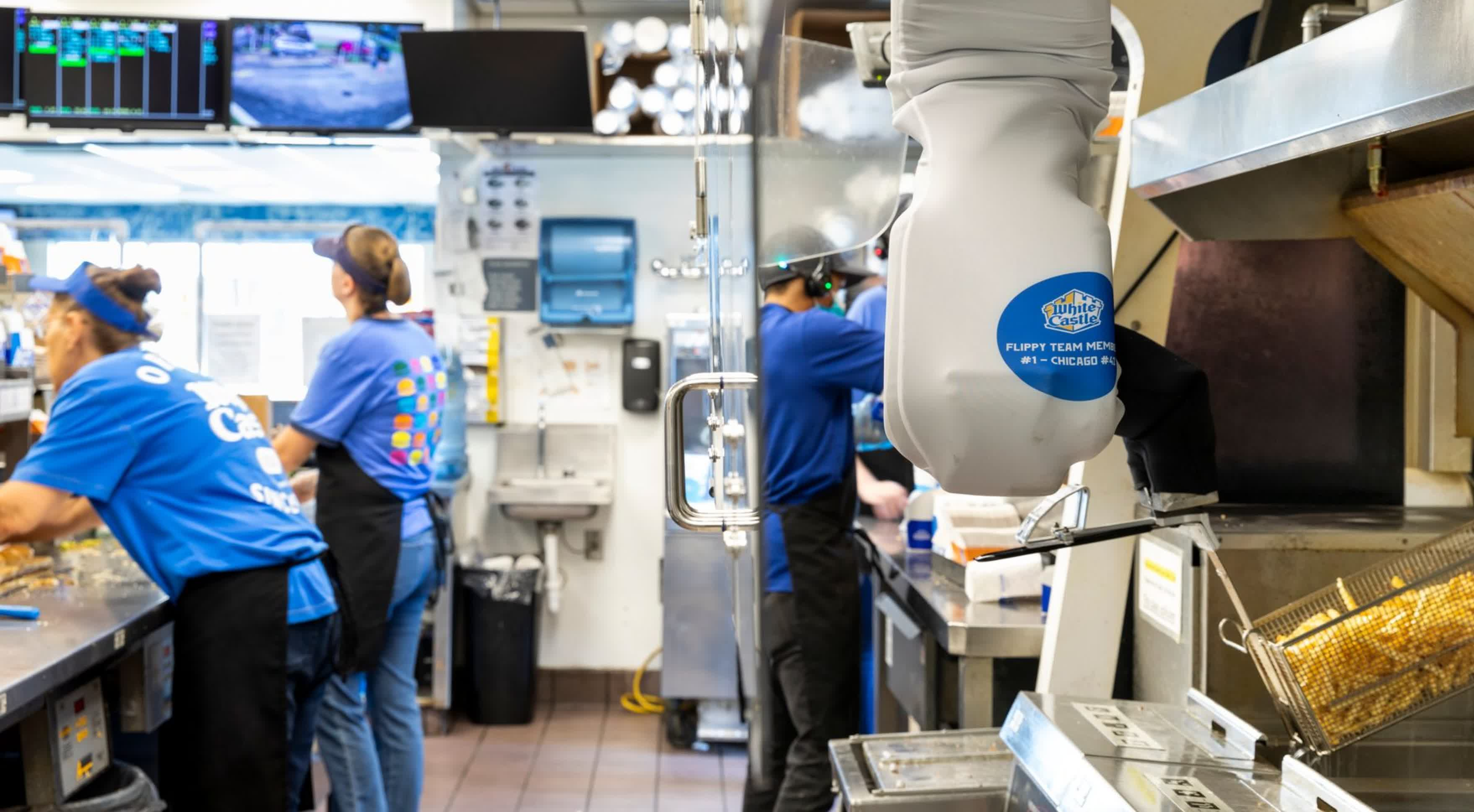 Restaurant operators are turning to robots as labor shortage drags on