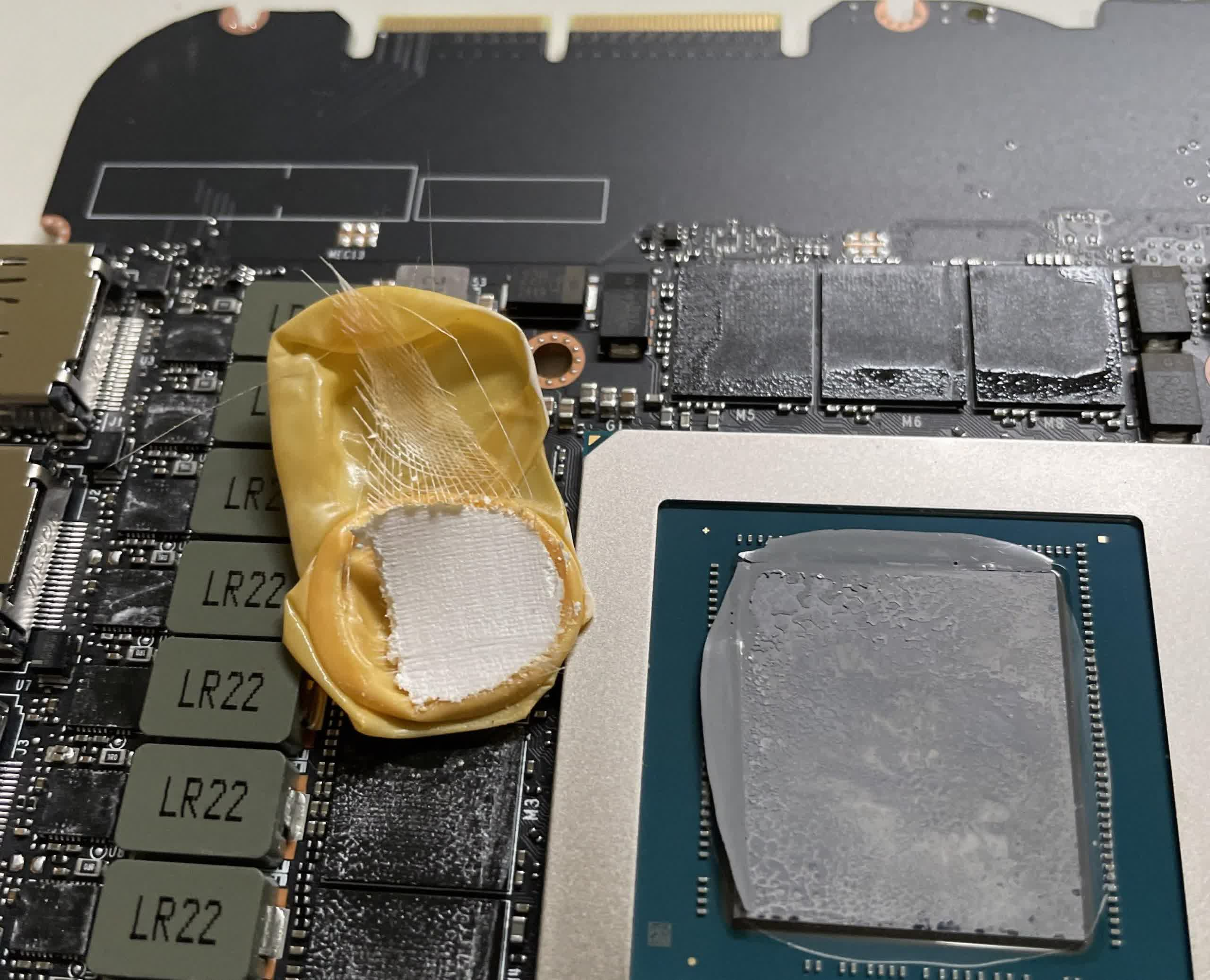 Nvidia RTX 3090 owner finds finger glove inside his Founders Edition card