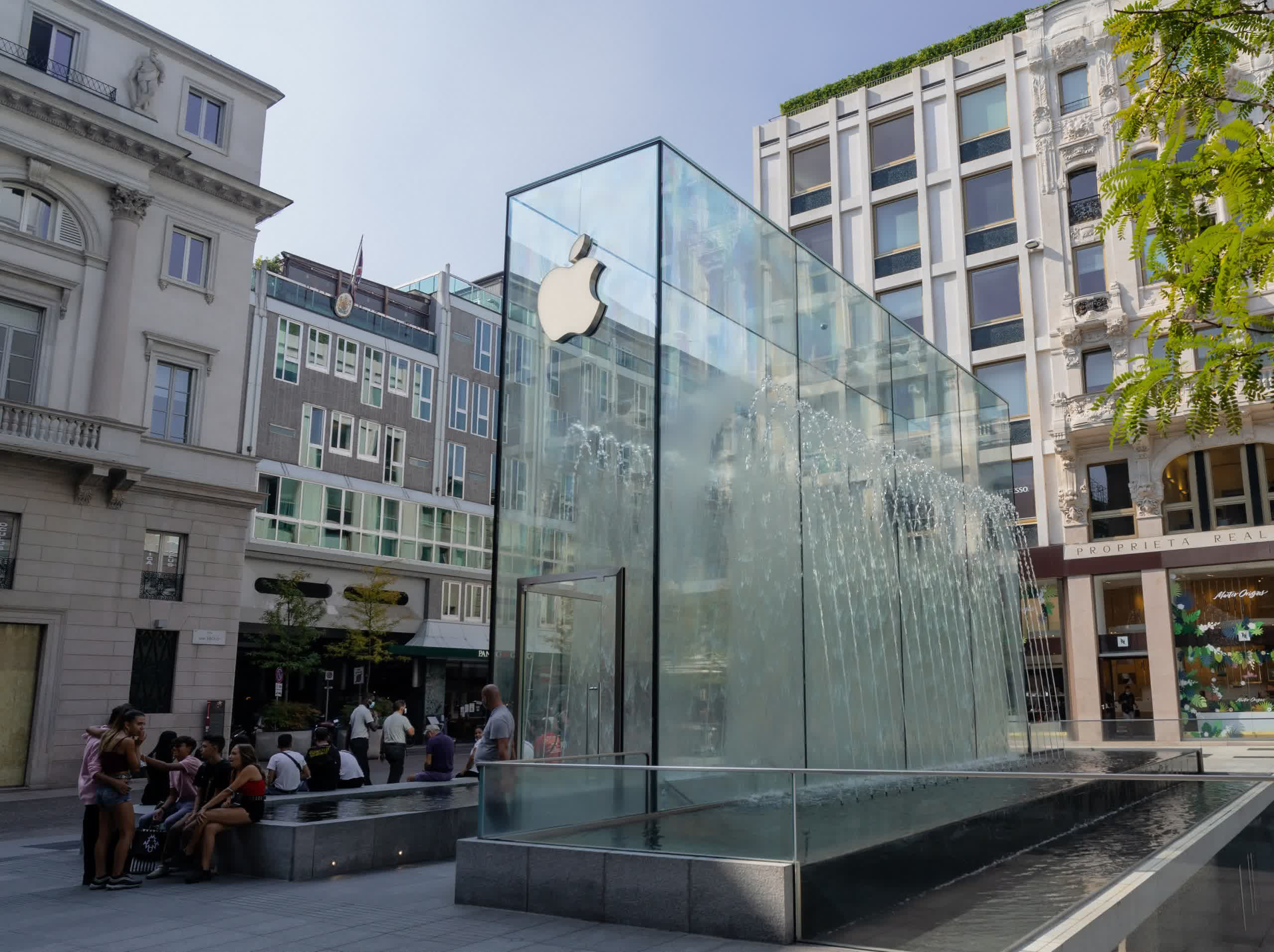 Apple asks court to stay ruling demanding it allow links to external payment systems by December