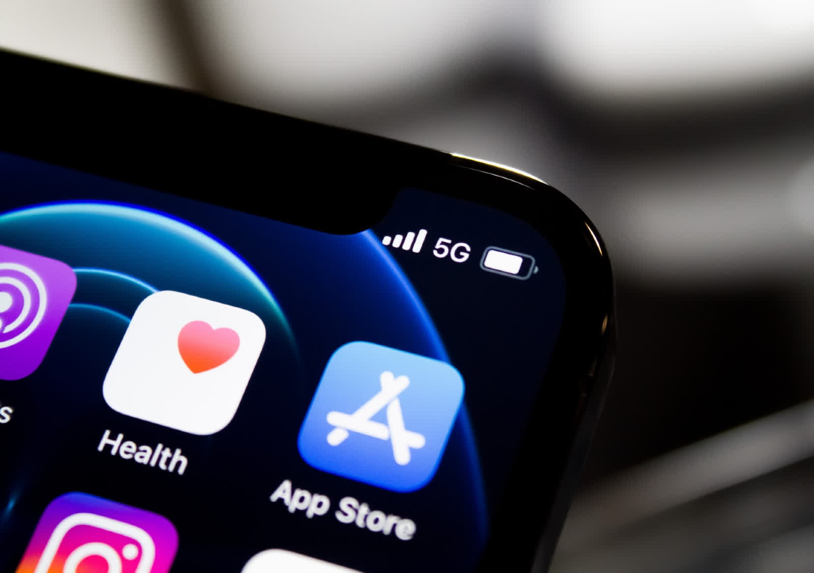 Apple defends not allowing apps outside of App Store by detailing Android malware problems