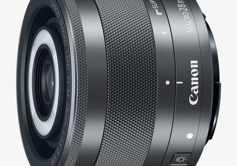 Canon's latest macro lens features a built-in flash ring