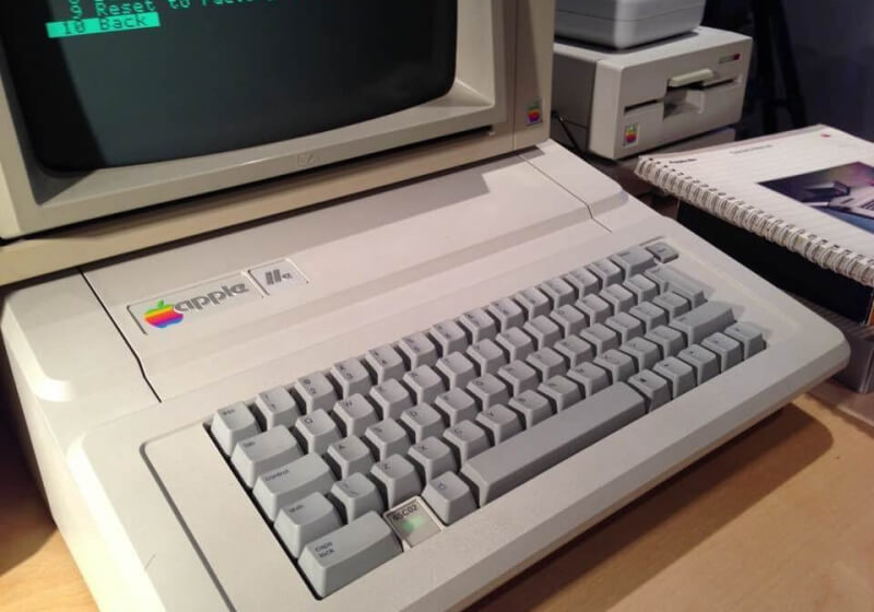 Man discovers working 30-year-old Apple IIe in parents' attic